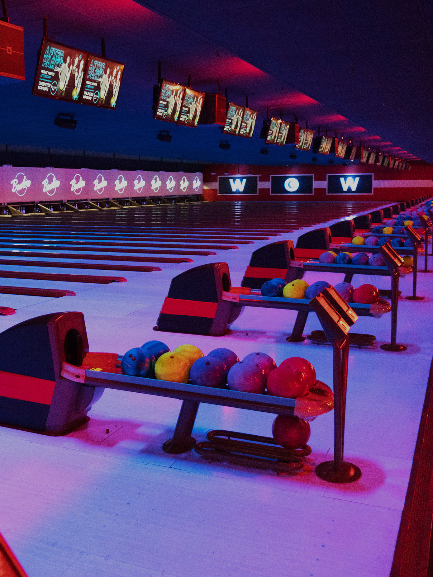 Bowling Alley & Bumper Cars in Naperville | Bowlero